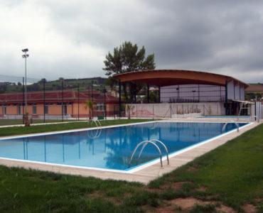 El Pleno aprueba por unanimidad el pliego de las fiestas patronales y el de la piscina municipal