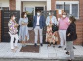 Visita de la consejera al CAD San Miguel acompañada por representantes municipales